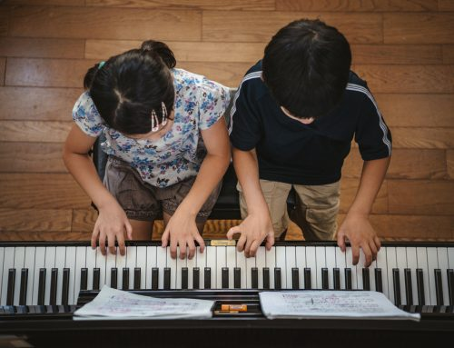 Music Lessons Help Students More Than Computer Training Does